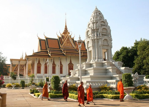 thing-to-do-in-phnom-penh-royal-palace