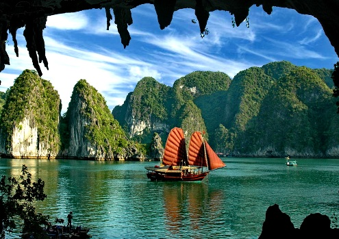 thing-to-do-in-halong-bay-take-an-overnight-cruise