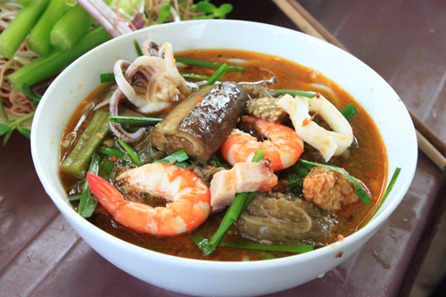 ho-chi-minh-food-rice-vermicelli-soup