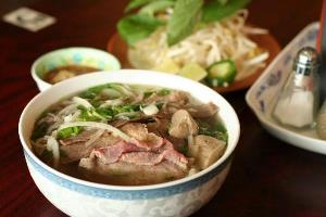 Vietnamese dishes listed in top 100 famous food and beverages