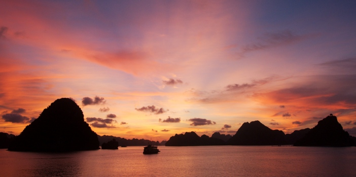 sunset-at-halong-bay