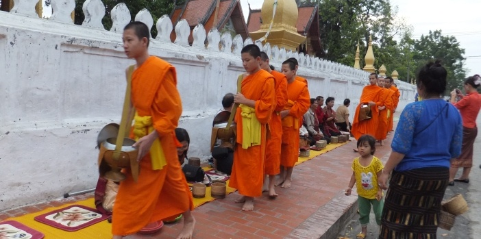 morning-alms-giving-luang-prabang