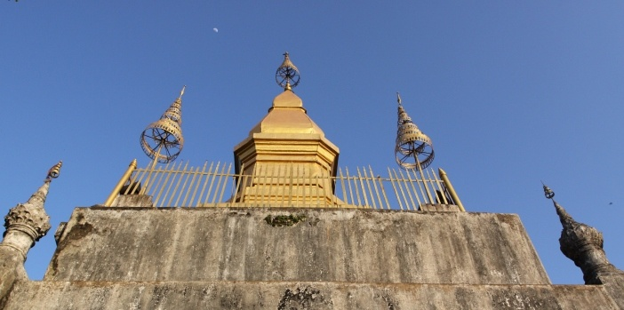 stupa-of-wat-chom-si-on-mount-phousi