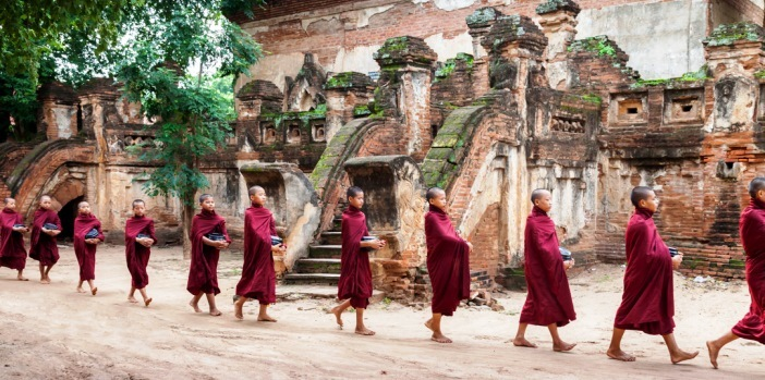 bagan-monks