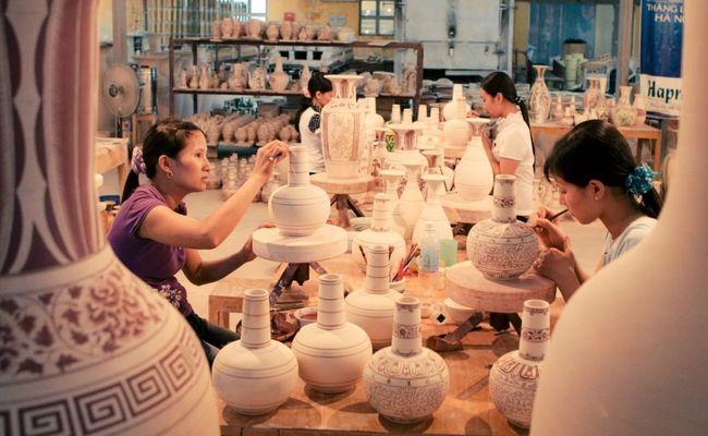 Pottery-making village - Bat Trang Porcelain village (Ha Noi)