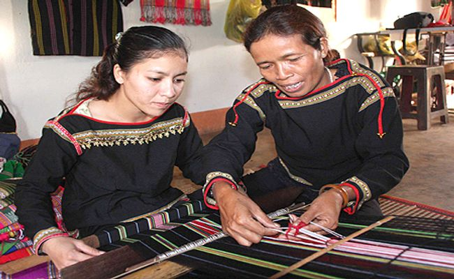 Brocade Weaving-making village – Chau Giang village (An Giang)