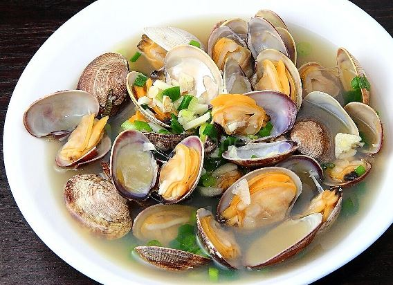 halong-bay-food-steamed-clams